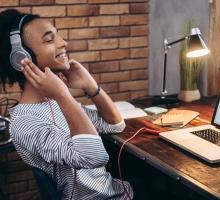 Você conhece os fones de ouvido com áudio 3D?